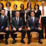 Photo à l'occasion de la passation officielle de pouvoir de Soke Kanazawa à Kancho Nobuaki Kanazawa et sensei Manabu Muarakami, instructeur en chef de SKIF